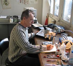 Patrice Leraut en train d'écrire